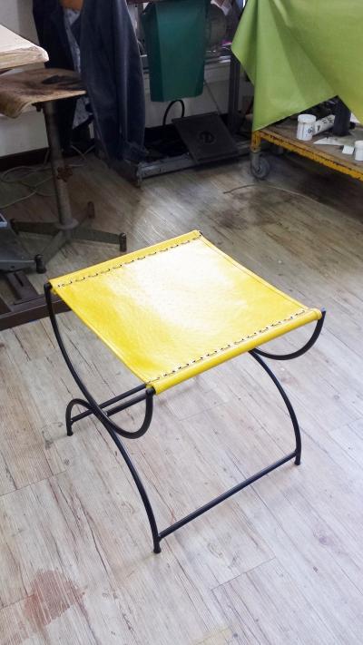 création sur-mesure chaise en cuir